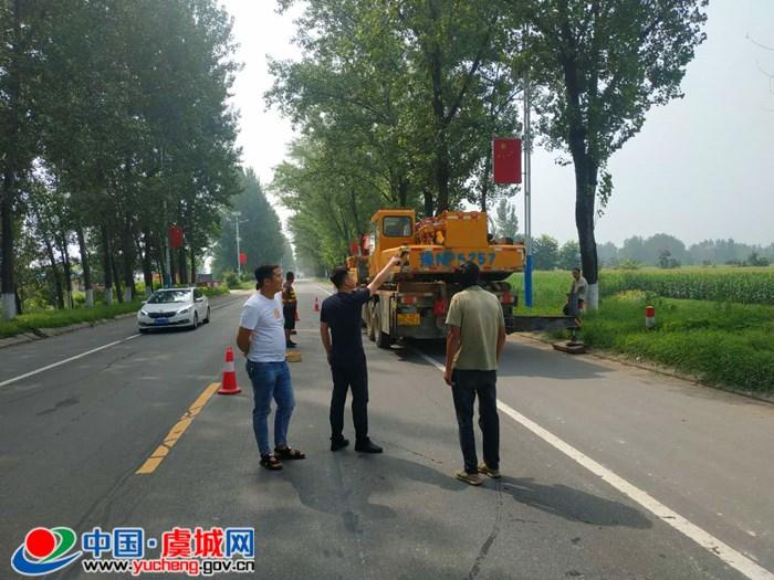 汛期普查枯死树木 消除道路安全隐患